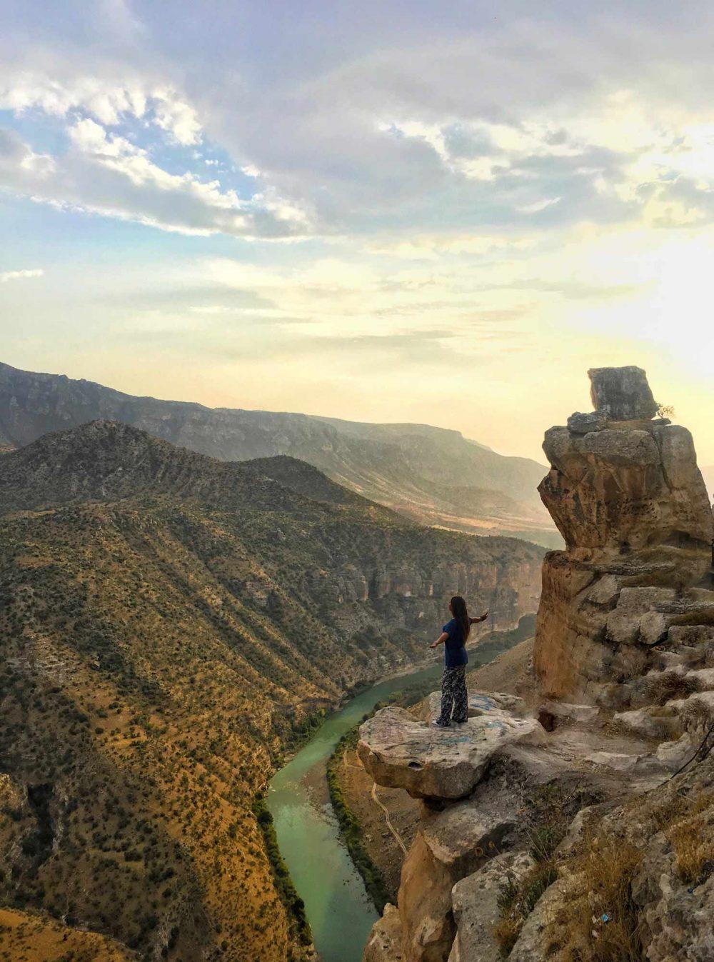 Delikli Taş Siirt Manzara