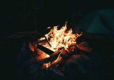 kamp ateşi yakmak
